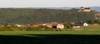 Pohled na obec Bzová